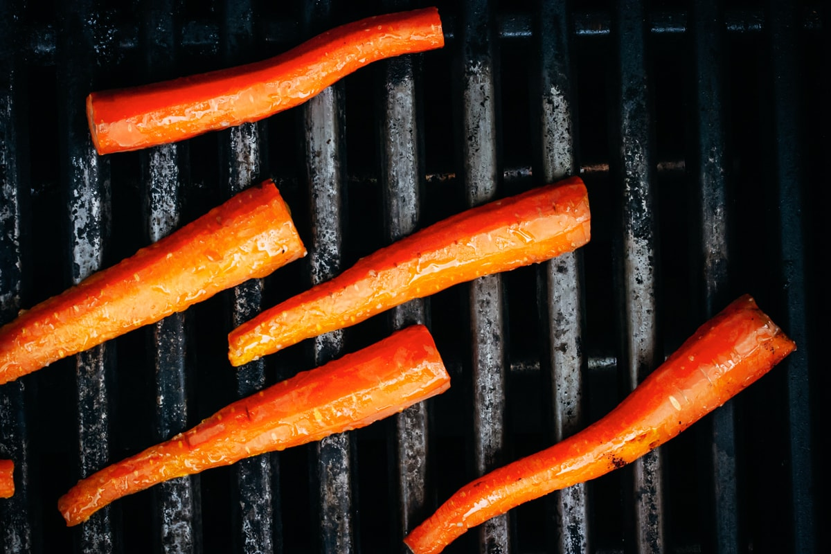carrots searing on the grill